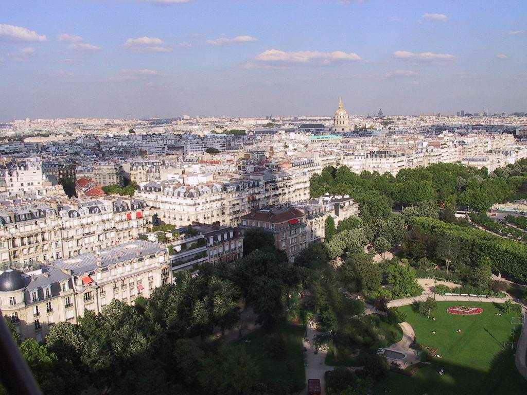 http://www.freewebs.com/keping/KPA/A6_E-F-Paris-CitySkyline-FromEiffelTwrWithHotelNal.DesInvalidesInTheDistance-W.jpg